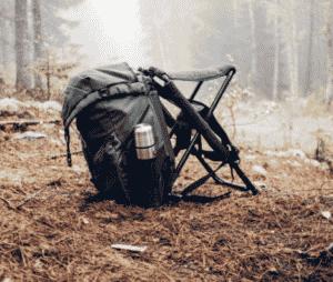 Sitzrucksack im Wald